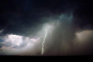 Überspannung durch Blitze © istock.com/Clint Spencer