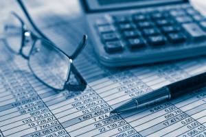 Steuererklärung – Zahlen, Zahlen, Zahlen © istock.com/George Pchemyan