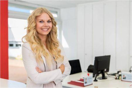 Lächelnde Mitarbeiter sind zufriedene und motivierte Mitarbeiter! Quelle: tempus GmbH